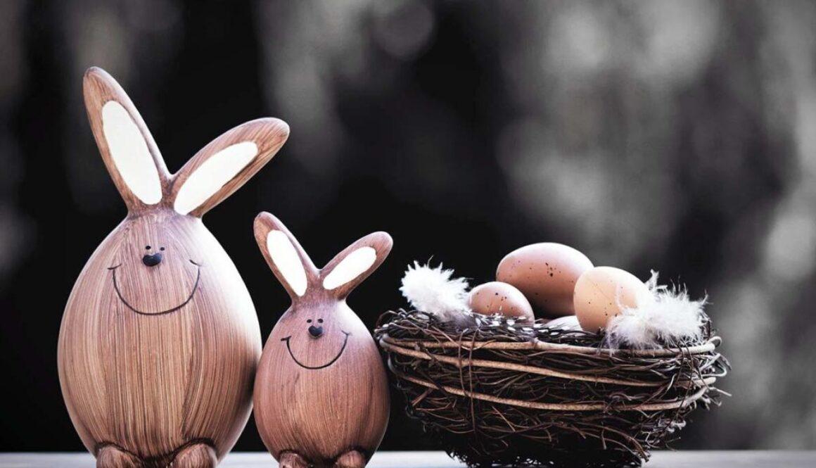 Osterhäschen und Osternest mit Eiern